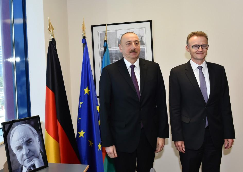 Ilham Aliyev visits German Embassy to offer condolences over Helmut Kohl's death - Gallery Image