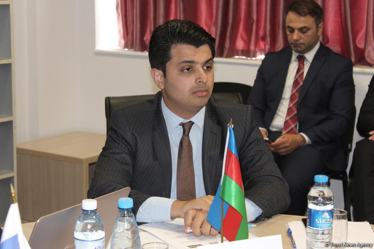 Эксперты обсуждают в Баку на заседании в рамках Молодежного форума российско-азербайджанские отношения (ФОТО) - Gallery Image