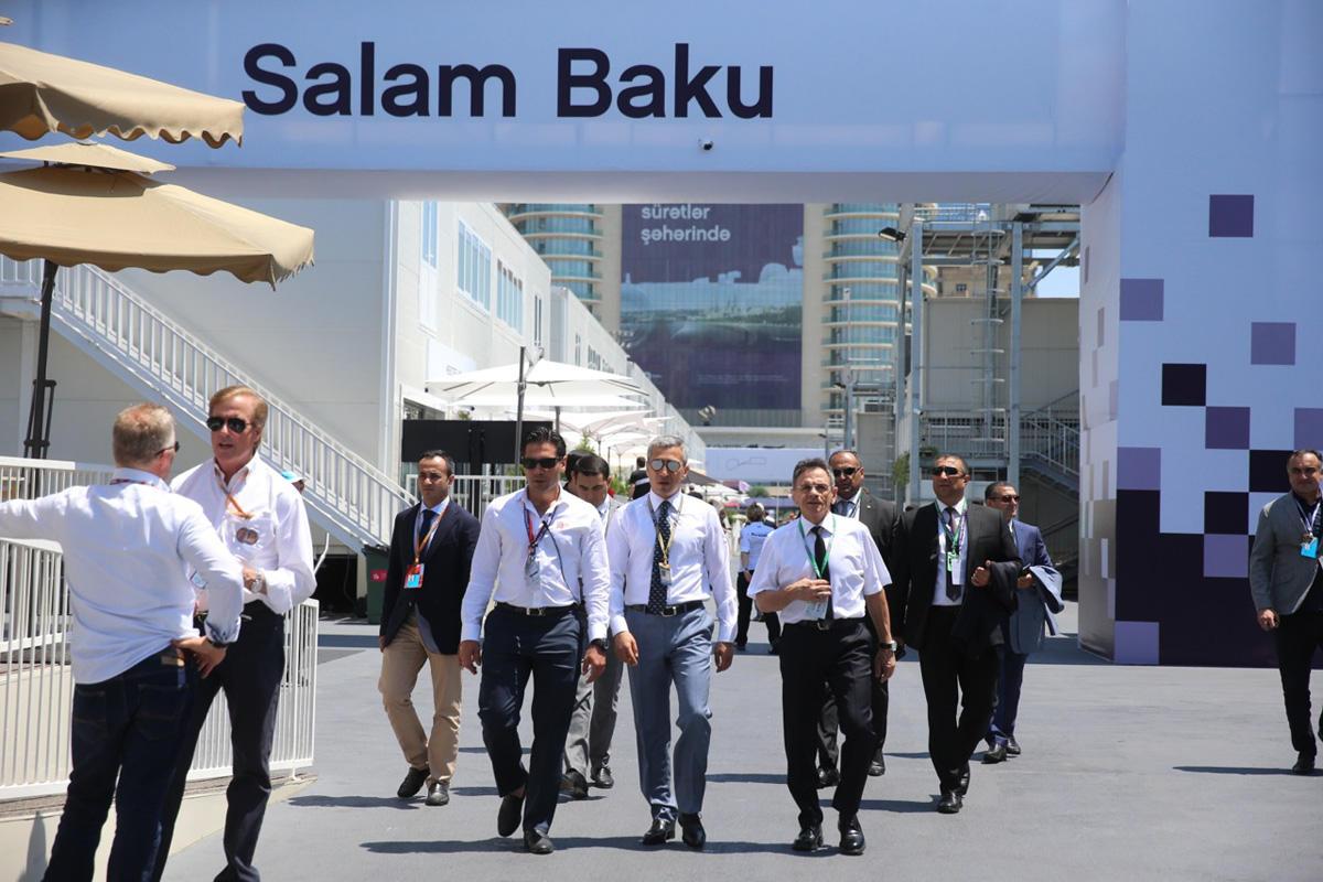 Официальные лица Автомобильной федерации Азербайджана и президент Молдовы посетили паддок Формулы 1 (ФОТО)