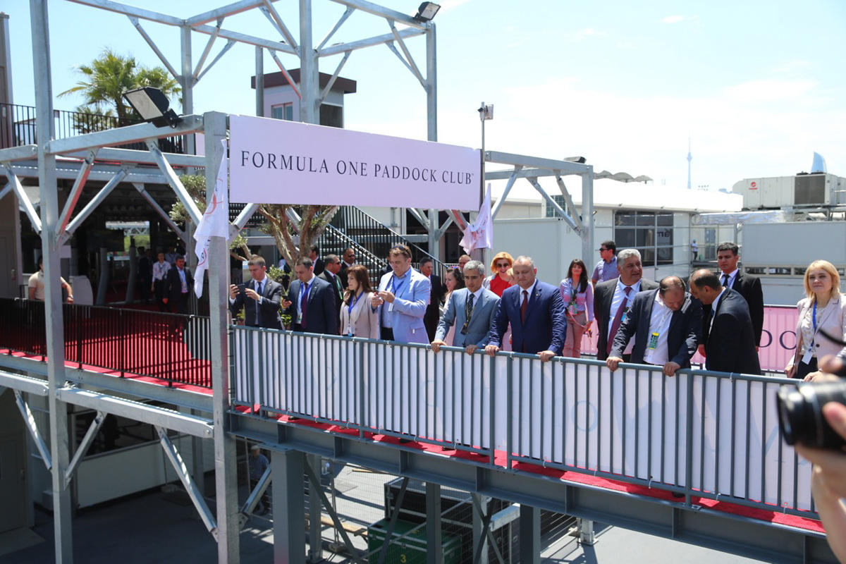 Официальные лица Автомобильной федерации Азербайджана и президент Молдовы посетили паддок Формулы 1 (ФОТО) - Gallery Image