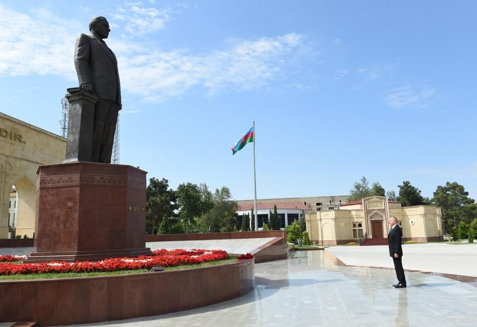 Ilham Aliyev arrives in Shirvan city (PHOTO)