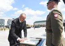 """Prezident İlham Əliyev Varşavada """"Naməlum əsgər"""" abidəsini ziyarət edib (FOTO) - Gallery Thumbnail"""