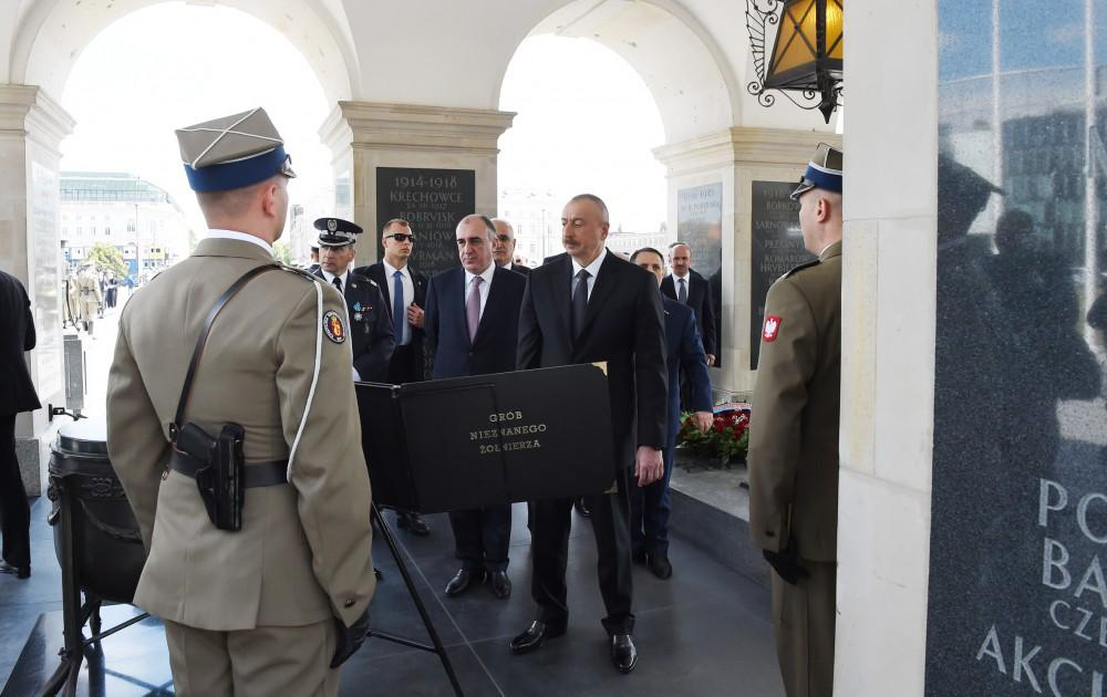 President Aliyev visited the Tomb of the Unknown Soldier in Warsaw (PHOTO) - Gallery Image