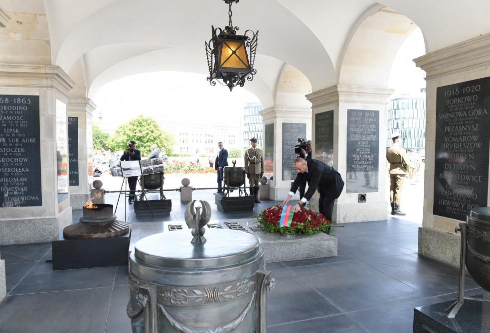"""Prezident İlham Əliyev Varşavada """"Naməlum əsgər"""" abidəsini ziyarət edib (FOTO) - Gallery Image"""