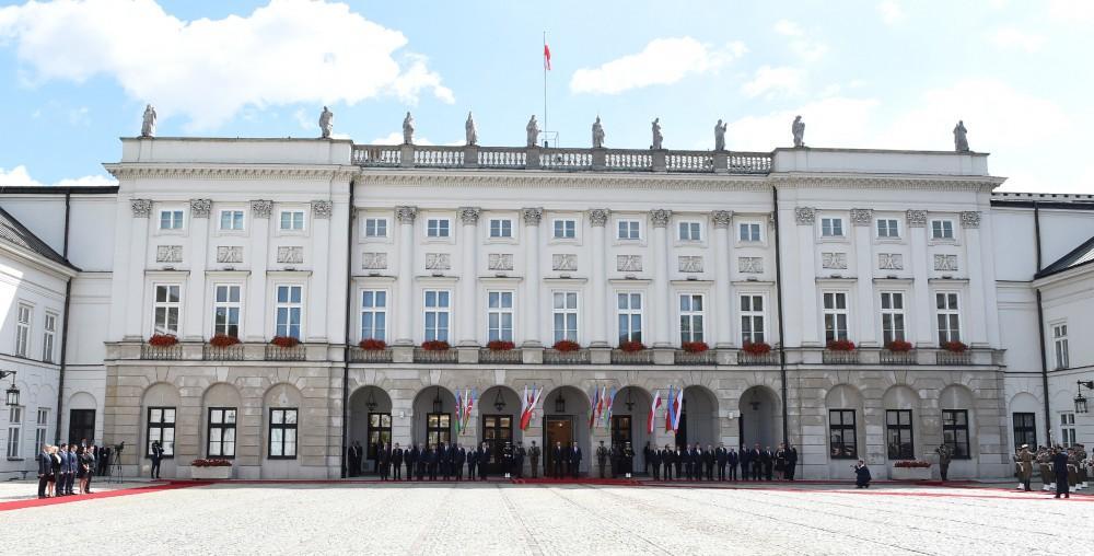 В Варшаве состоялась церемония официальной встречи Президента Азербайджана Ильхама Алиева (ФОТО) - Gallery Image