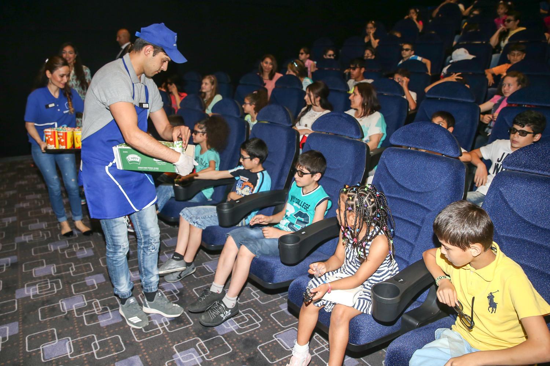 Лейла Алиева приняла участие в развлекательной программе вместе с детьми, лишенными родительского попечения (ФОТО) - Gallery Image