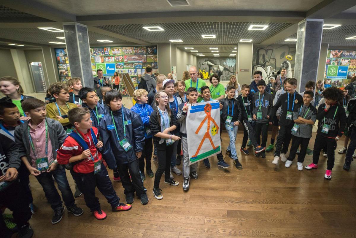 Юные азербайджанцы в Санкт-Петербурге: мирное небо и футбольное поле (ФОТО) - Gallery Image