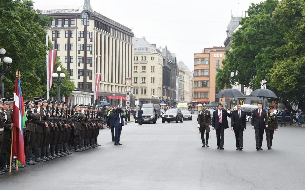 Президент Ильхам Алиев посетил памятник «Свободы» в Риге (ФОТО) - Gallery Image