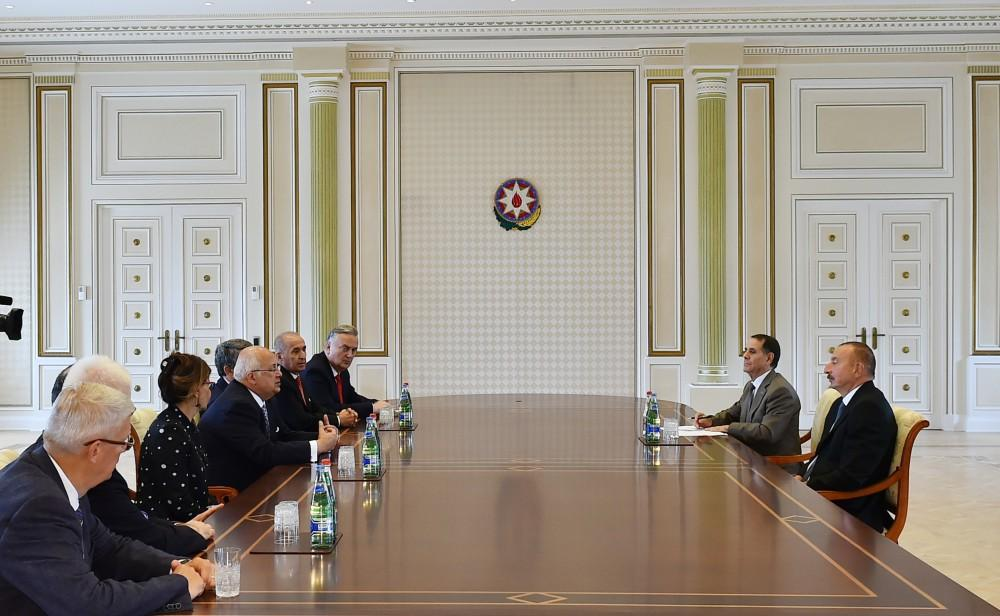 Ilham Aliyev meets delegation of Nizami Ganjavi International Center