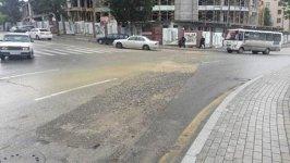 SON DƏQİQƏ! Bakıda yol çökdü, avtomobillərin hərəkəti iflic oldu (FOTO) - Gallery Thumbnail