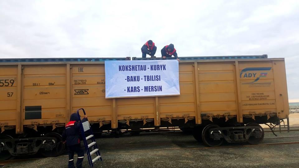 Bakı-Tbilisi-Qars dəmir yolu ilə ilk qatar yola salınıb