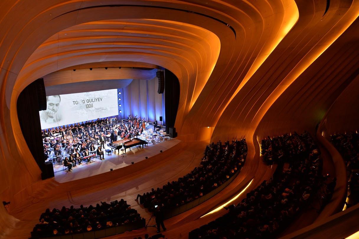 «Золотые ноты» Тофига Гулиева! Грандиозный вечер музыки в Центре Гейдара Алиева (ФОТО) - Gallery Image