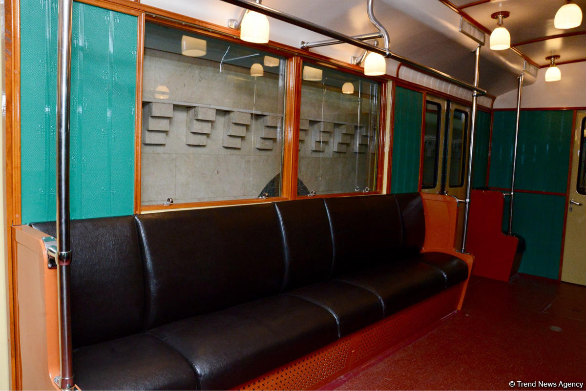 Baku Metro demonstrating restored retro carriages (PHOTOS) - Gallery Image