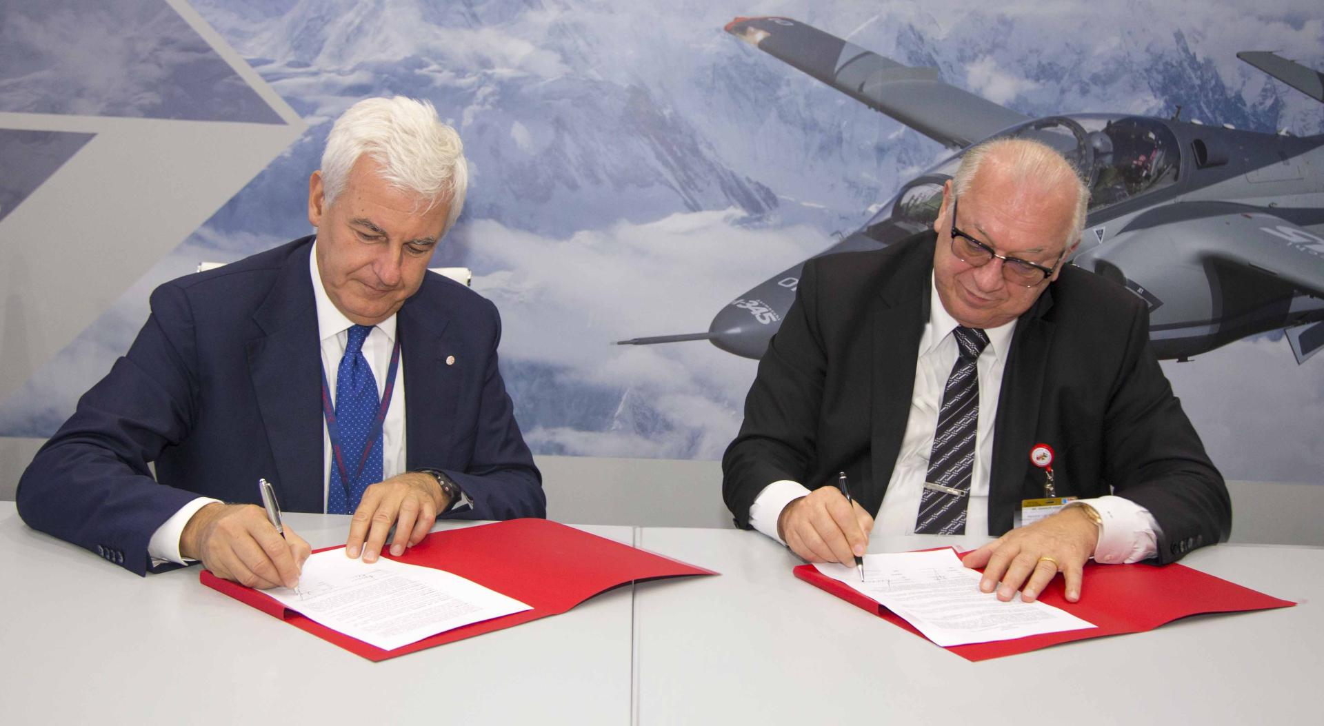 Azerbaijan reaches key agreements in civil aviation at Dubai Airshow 2017 (PHOTO) - Gallery Image
