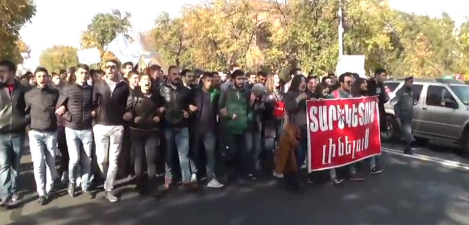 Armenia adopts controversial law, students continue protests (VIDEO)