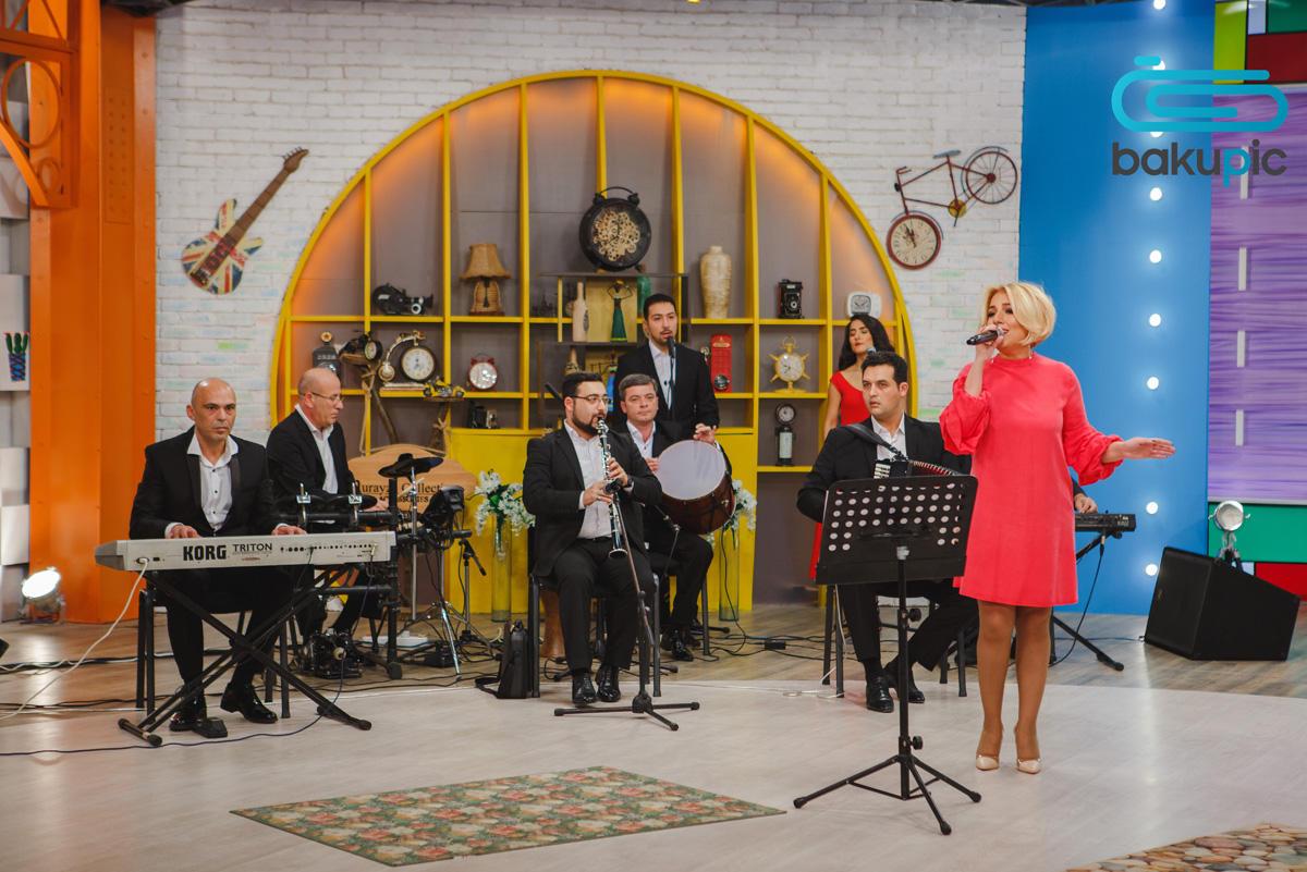 Азербайджанская телеведущая выступила в защиту черных котов (ФОТО) - Gallery Image