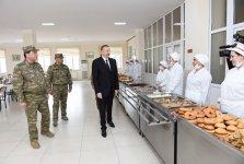 Верховный главнокомандующий Ильхам Алиев ознакомился с условиями в воинской части в Агджабеди (ФОТО) - Gallery Thumbnail