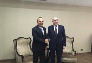 Bakan Çavuşoğlu Azerbaycan Dışişleri bakanı ile görüştü