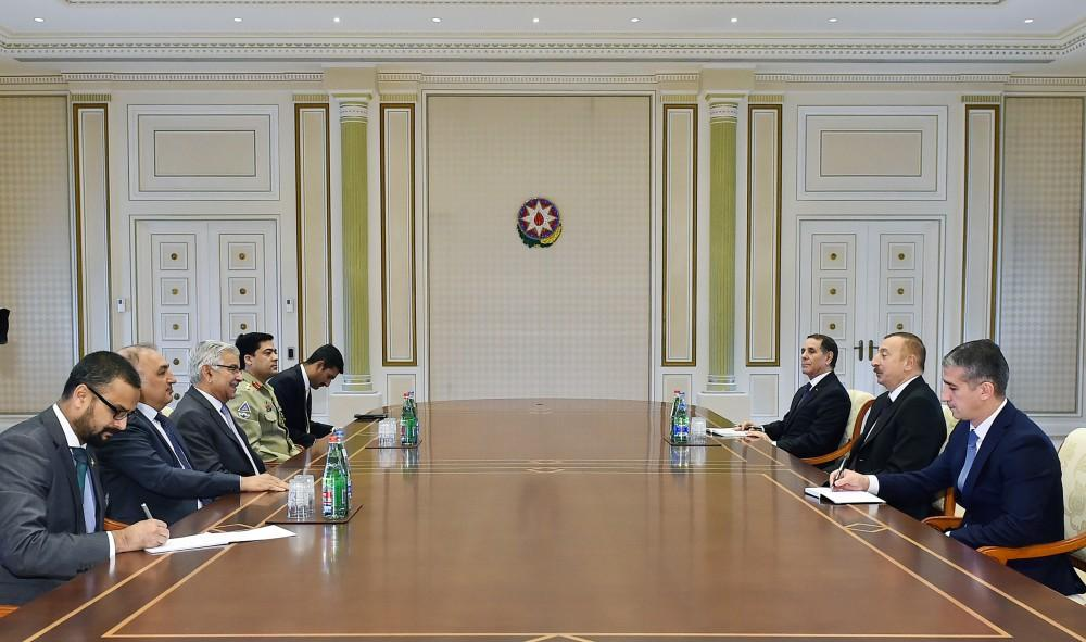 Ilham Aliyev receives Pakistani foreign minister
