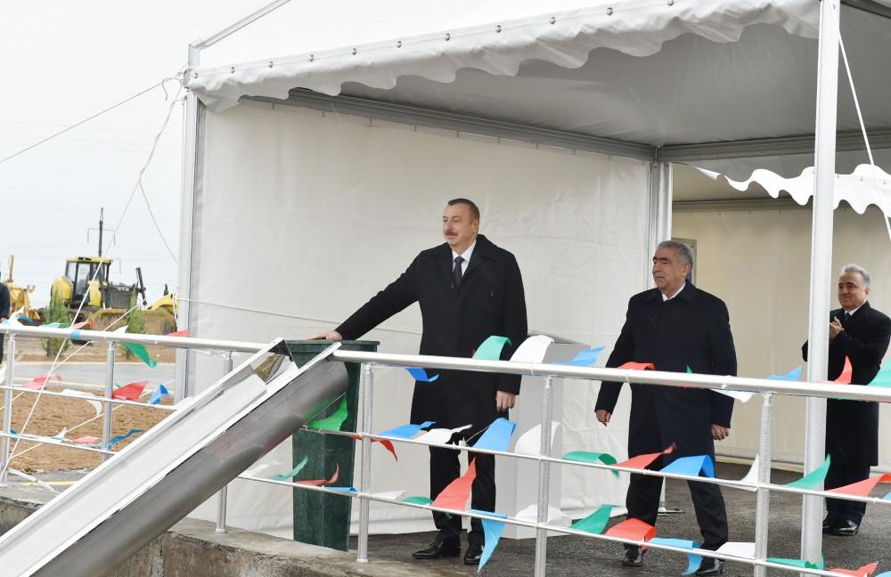 President Ilham Aliyev takes part in laying of road section on Baku - Russia border (PHOTO)