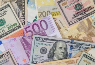 Azerbaijani banks buy more foreign currency at CBA's auction