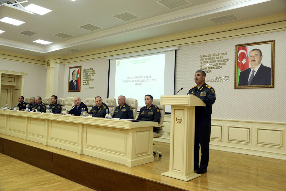 Azerbaijan's Defense Ministry holds extended session of Board on results of 2017 (PHOTO)