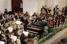 Завораживающая музыка и виртуозная игра: в Баку отметили юбилей Фархада Бадалбейли (ФОТО) - Gallery Thumbnail