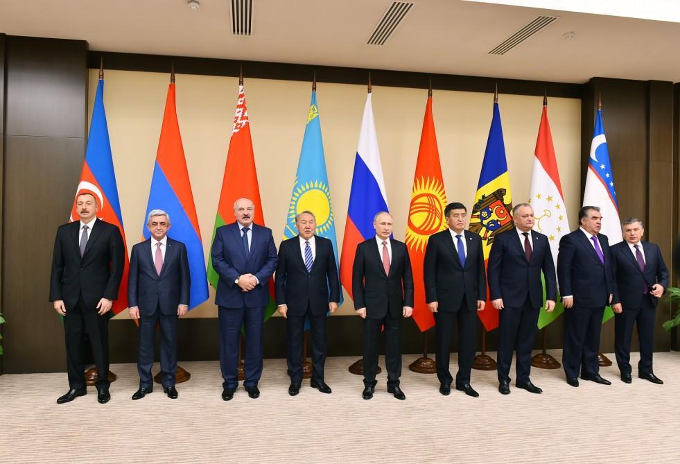 Prezident İlham Əliyev Moskvada MDB dövlət başçılarının qeyri-rəsmi görüşündə iştirak edib (YENİLƏNİB) (FOTO) - Gallery Image
