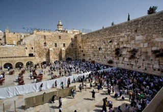 Thousands pray at Western Wall for rain to break drought