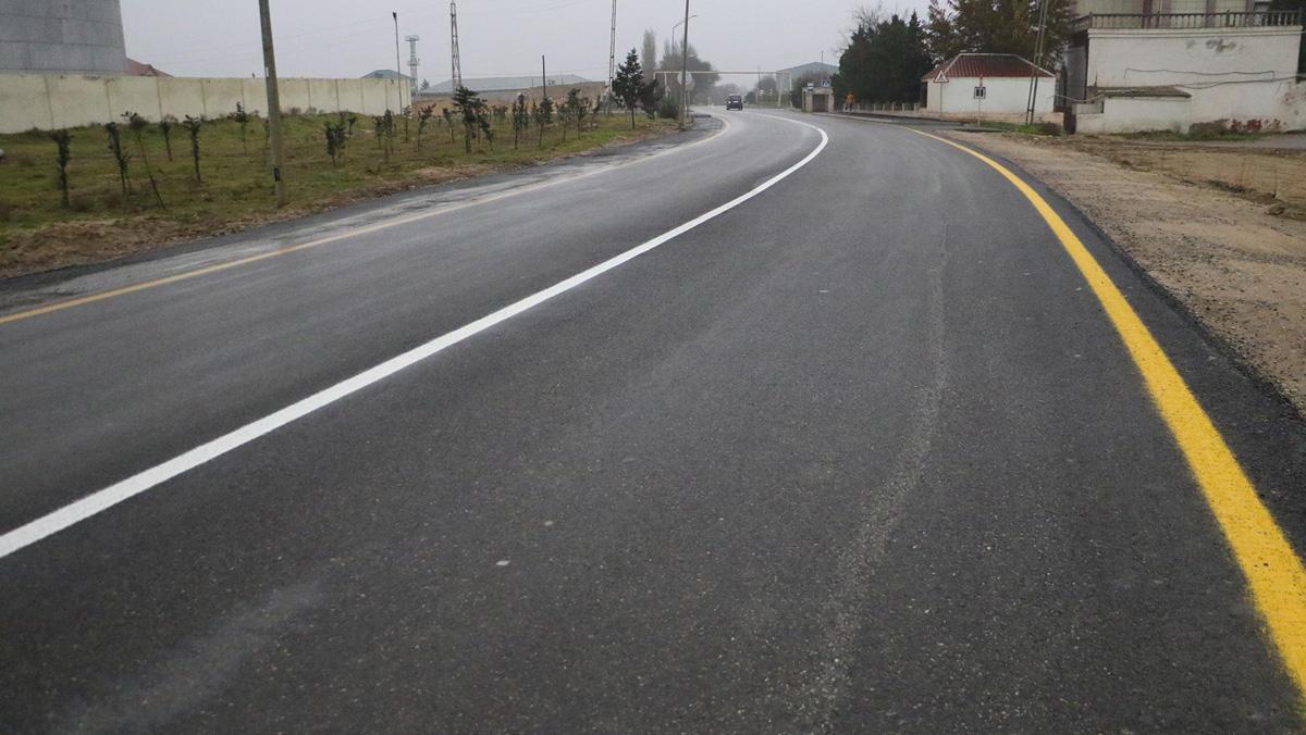 Suraxanıda 2.7 km avtomobil yolu yenidən istifadəyə verilib (FOTO/VİDEO) - Gallery Image
