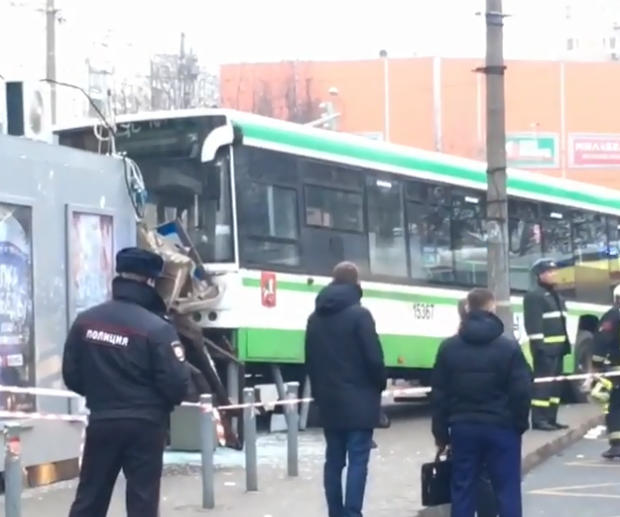 Bus plows into public transport stop in Moscow: 2 dead (VIDEO)