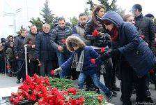 Azerbaijani public pays tribute to January 20 victims (PHOTO) - Gallery Thumbnail