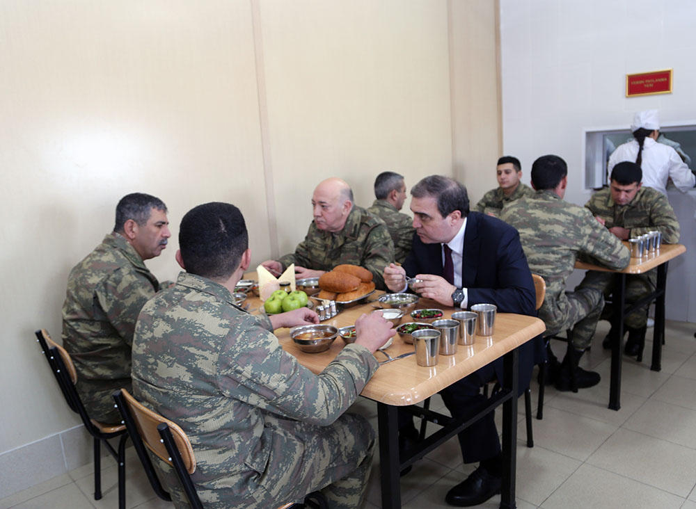 Azerbaijani officials visit frontline zone military units (PHOTO) - Gallery Image