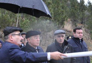 Azerbaijani officials review landslide zone in Baku (PHOTO)