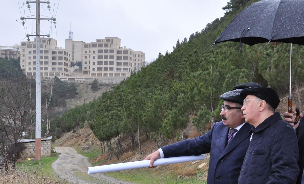Azerbaijani officials review landslide zone in Baku (PHOTO) - Gallery Image