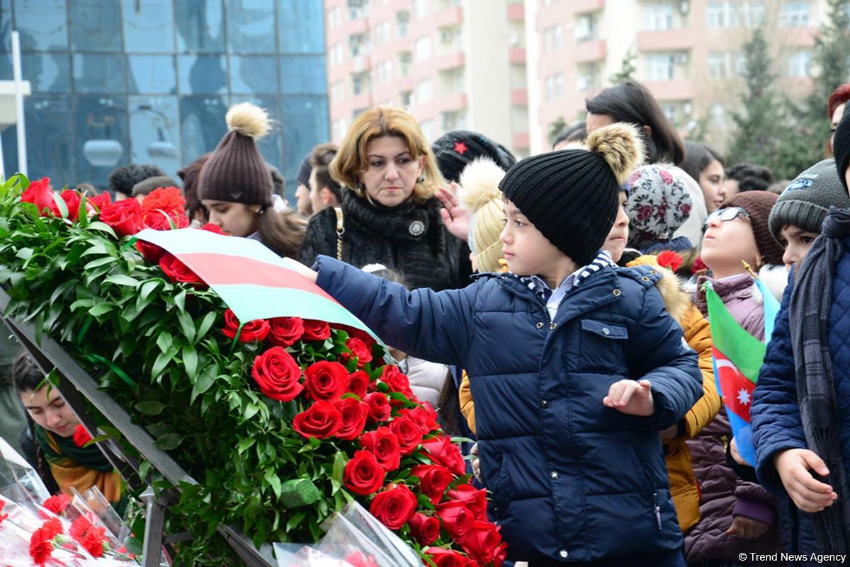 Azərbaycan ictimaiyyəti Xocalı soyqırımı qurbanlarının xatirəsini yad edir (FOTO) - Gallery Image