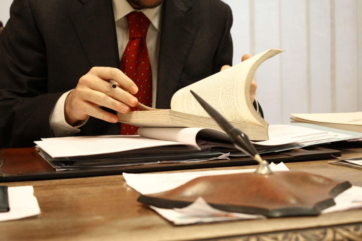 В Азербайджане коллегия приостановила работу четырех адвокатов