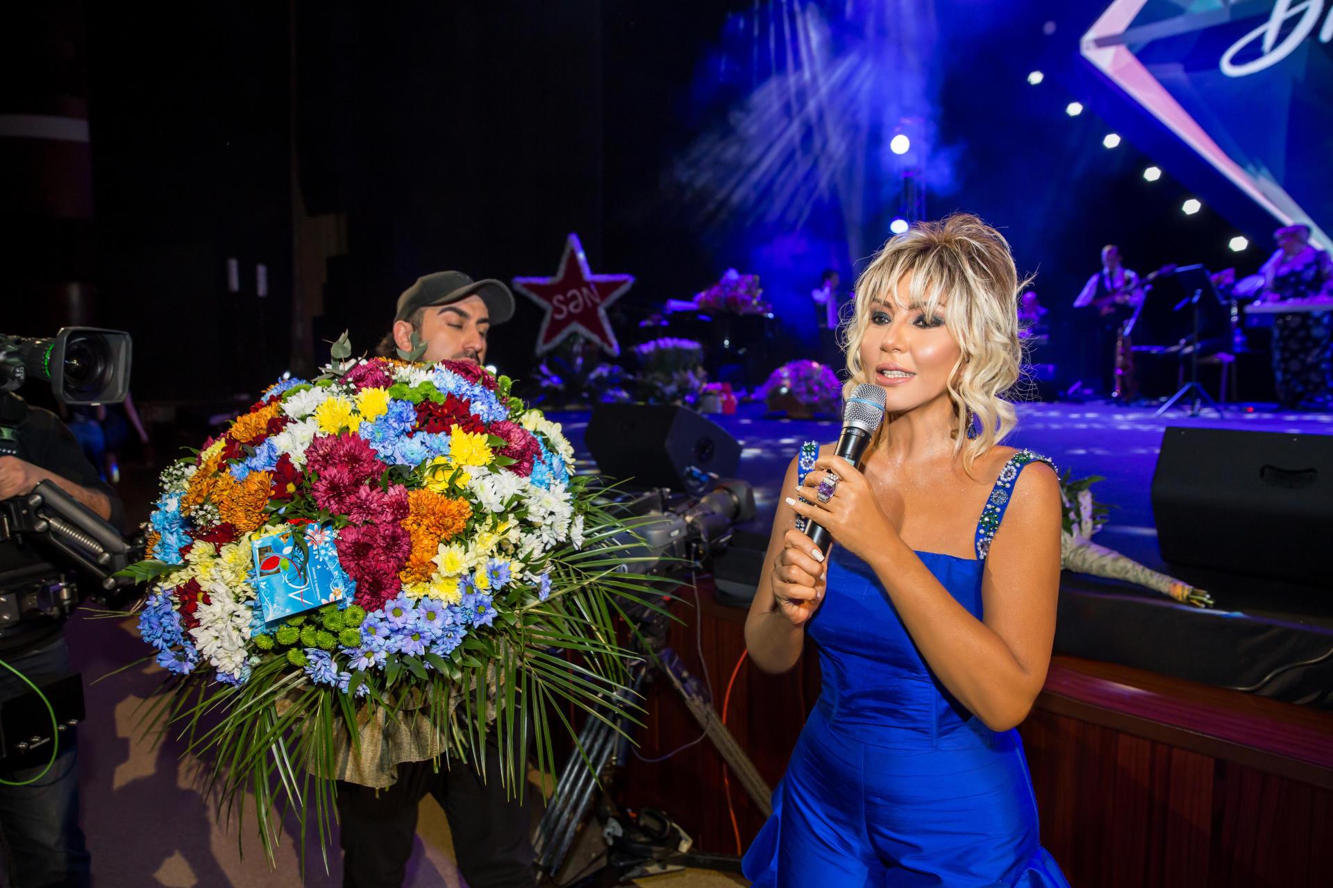 """Концерт Бриллиант Дадашовой """"Жить с любовью намного прекраснее"""": овации, букеты цветов (ВИДЕО, ФОТО) - Gallery Image"""