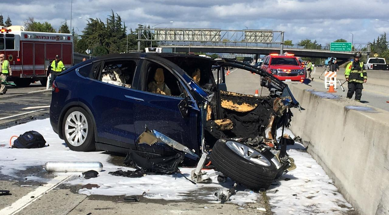 U.S. auto safety agency to probe fatal Tesla California crash
