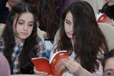 UNEC-də Aprel şəhidlərinə həsr olunan kitab təqdim edilib (FOTO) - Gallery Thumbnail
