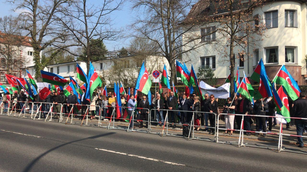 Berlində azərbaycanlıların həmrəylik aksiyası keçirilib (FOTO) - Gallery Image