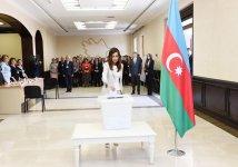 Prezident İlham Əliyev və xanımı Mehriban Əliyeva Azərbaycan Prezidenti seçkilərində səs veriblər (FOTO) - Gallery Thumbnail