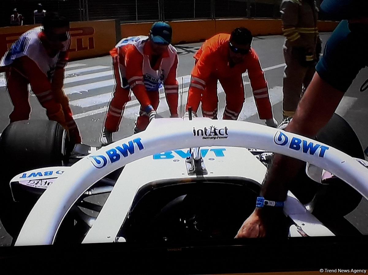 Bakıda Formula yarışlarında QƏZA - Bolid yanmaqdan son anda qurtuldu (FOTO) - Gallery Image