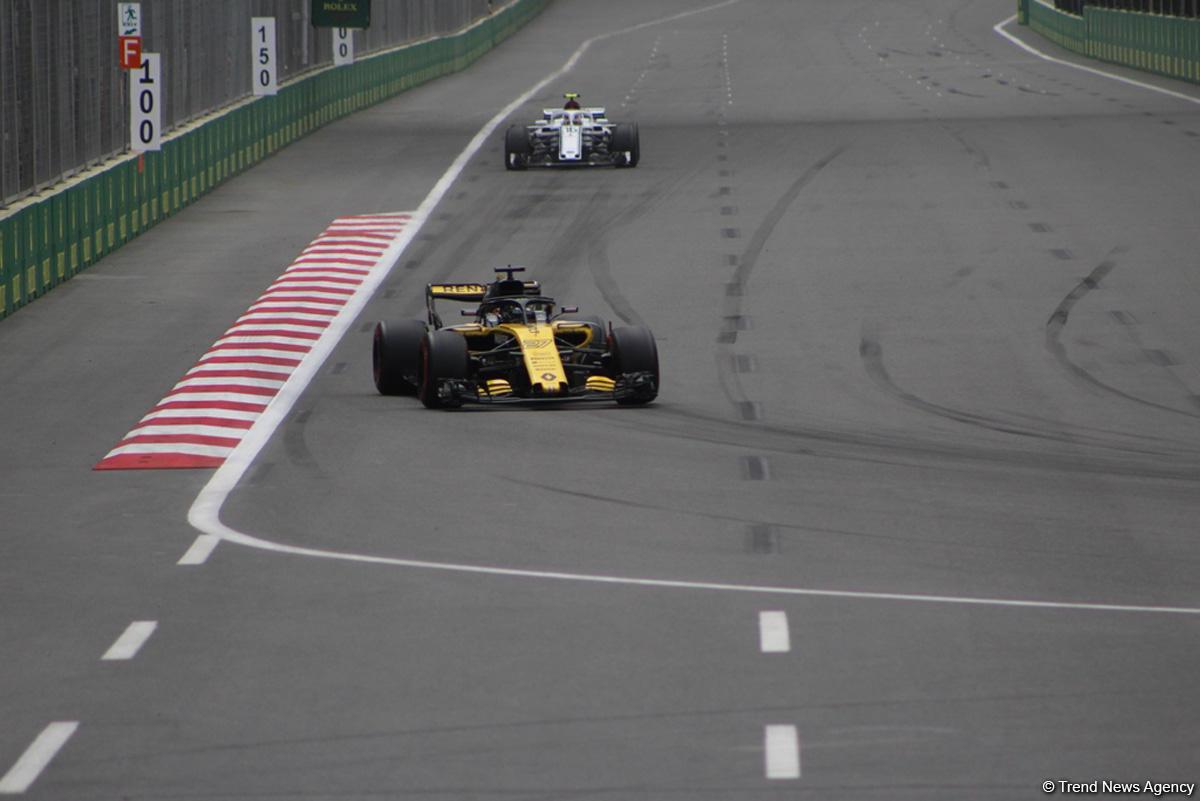 Bakıda Formula 1 pilotlarının sərbəst yürüşü başa çatdı (YENİLƏNİB) (FOTO)