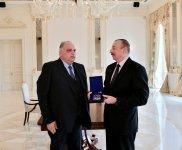 """Prezident İlham Əliyevə Dünya Güləş Birliyinin ən ali mükafatı """"Qızıl Ordeni"""" təqdim edilib (FOTO) - Gallery Thumbnail"""