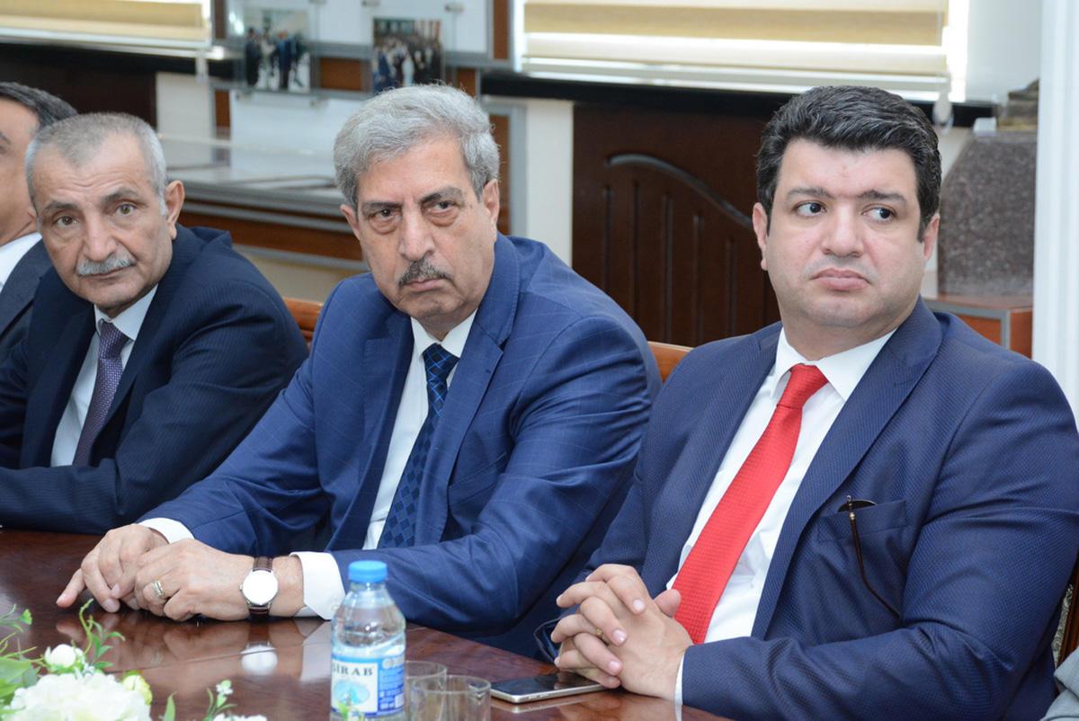 """UNEC-də konfrans: """"Müstəqil Azərbaycan Xalq Cümhuriyyətinin varisidir"""" (FOTO) - Gallery Image"""
