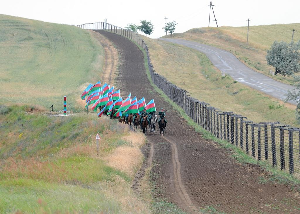Processions dedicated to 95th birth anniversary of Azerbaijan's national leader, 100th anniversary of ADR held (PHOTO) - Gallery Image