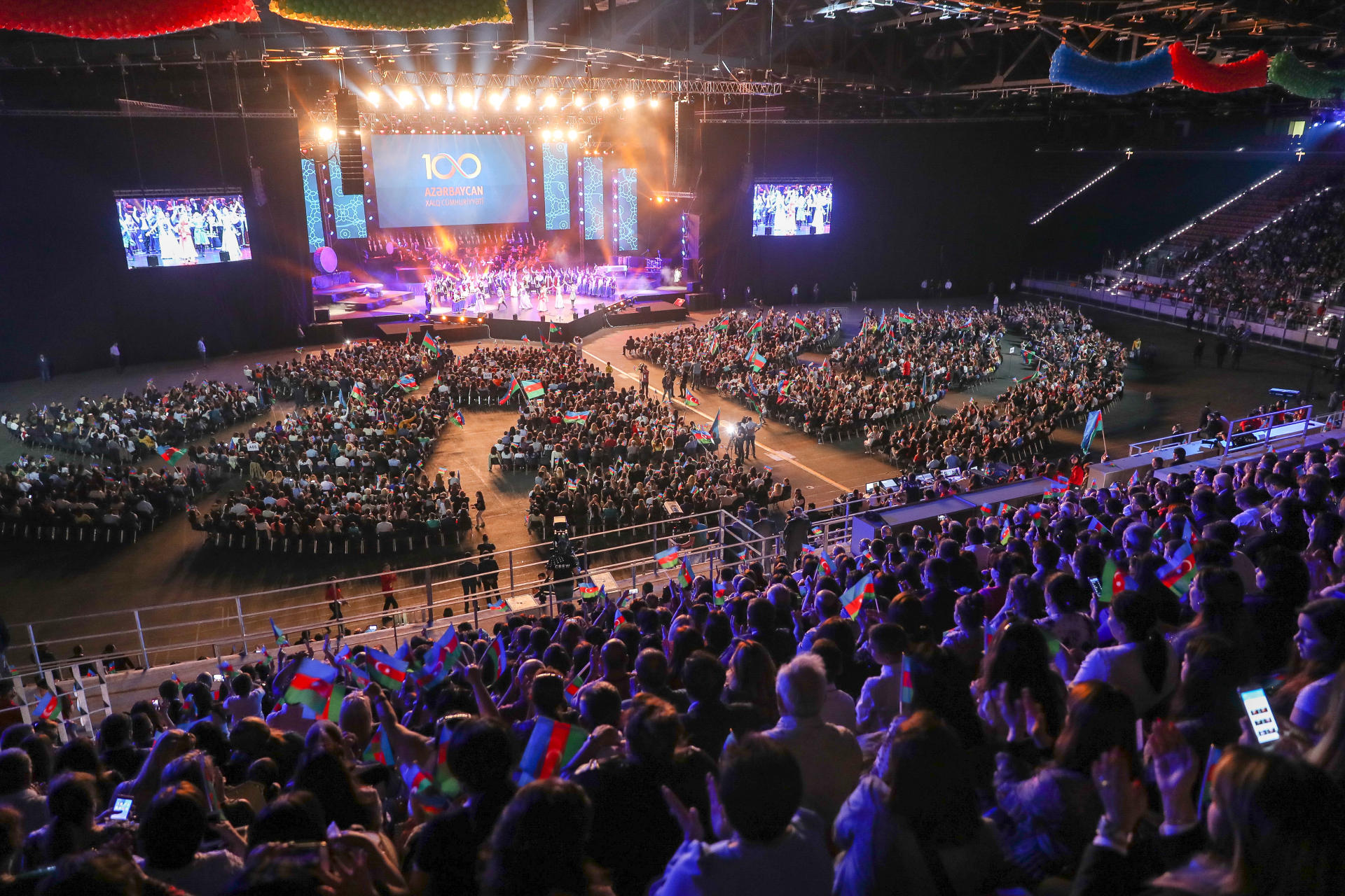 Azərbaycan Xalq Cümhuriyyətinin 100 illiyinə həsr olunan konsertdən fotosessiya - Gallery Image