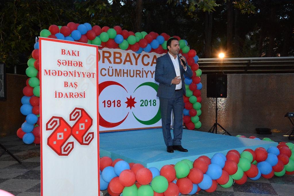 Fəvvarələr meydanında Azərbaycan Xalq Cümhuriyyətinin 100 illiyinə həsr olunmuş bayram konserti keçirilib (FOTO) - Gallery Image