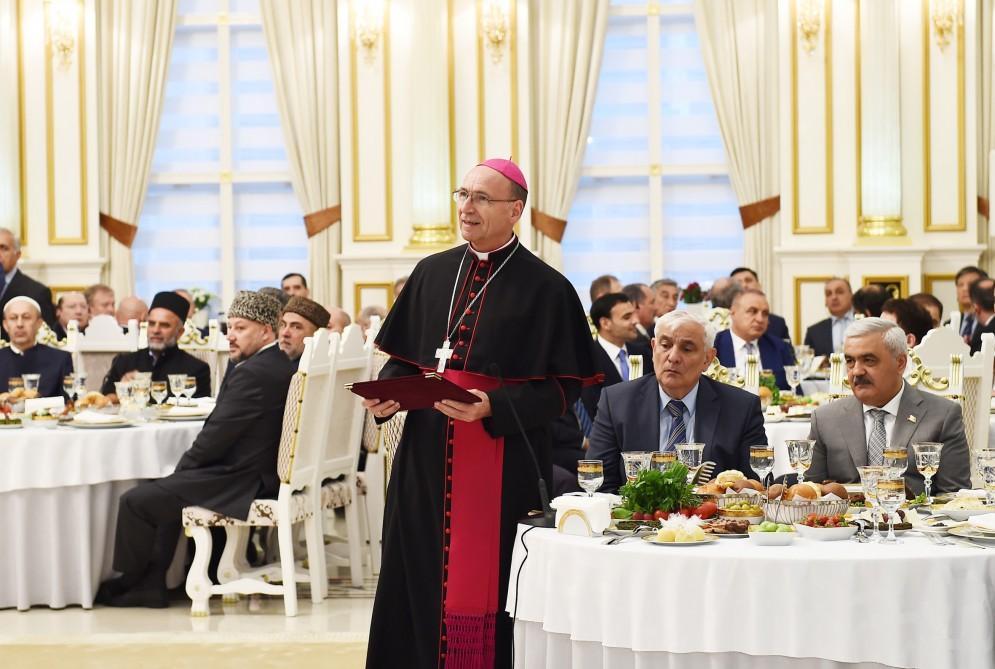 Президент Ильхам Алиев принял участие в ифтаре по случаю священного месяца Рамазан (ФОТО) - Gallery Image